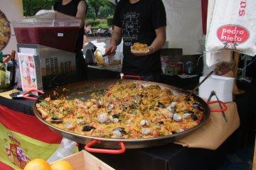 <p>Huge paella!</p>