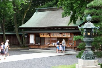 <p>Reception building. Visitors can buy various good luck charms here as well as apply for prayer services</p>