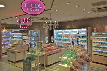 <p>Etude House in Harajuku is located at the La Foret building, Floor B0.5 (yes, that&#39;s a half floor down from 1F)</p>