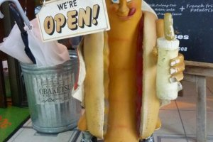 Hot Dog! Nagoya's Saucisses store sign.