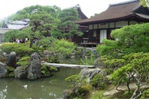 L'étang devant le Tōgu-dō