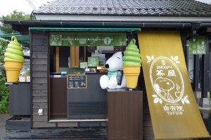 ถูกดึงด้วย Snoopy แต่รสชาติก็ไม่ผิดหวังนะคะ เข้มข้นชาเขียวมาก