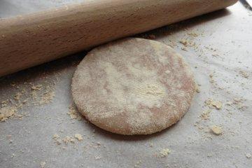 <p>The dough covered in kinako powder (soybean flour)&nbsp;</p>