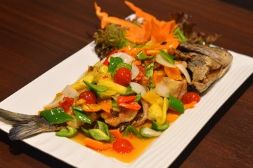 <p>PLA SAM ROD (Deep-fried white fish with three-flavored sauce)</p>