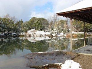 福井藩第4代藩主松平光通の側室、お三の方がこの養浩館で光通の子を出産した。明暦2(1656)年のことである