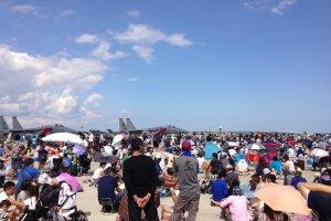 Ribuan pengunjung berkumpul di Air Show