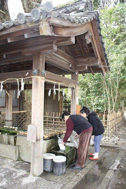 京都三名水の一つ「染井の井」。京都三名水で現在水が汲めるのはここだけだ