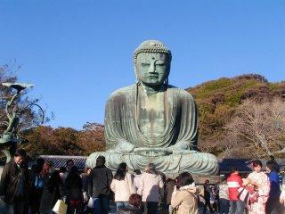 Le Daibutsu de Kamakura, serein face à la foule
