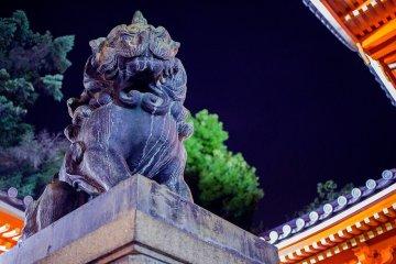 Le Sanctuaire Yasaka au Crépuscule