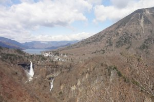 Akechi-daira (明智平) is the best viewpoint of the great and wonderful nature of Nikko. It's on the way to Chuzen-ji Lake from downtown Nikko. Here, you can hold all of Mt. Nantai, Kegon-no-taki Falls, and Chuzen-ji Lake in one extraordinary frame