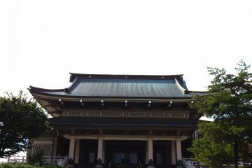 <p>Front view of the main temple building</p>