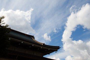 <p>Main temple building under the blue sky</p>