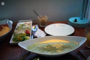 Omuraisu saus Basil di Lettuce cafe, Tokai, Ibaraki, jepang