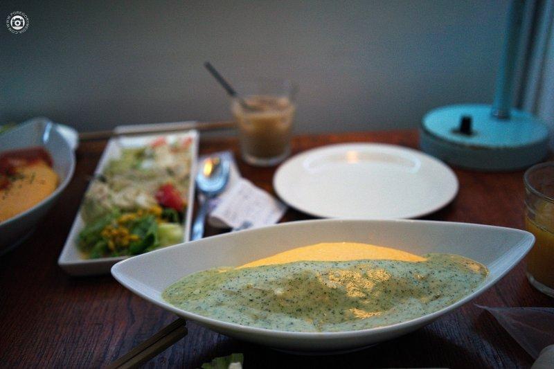 <p>Basil sauce omuraisu at the Lettuce Cafe, Tokai, Ibaraki, Japan.</p>