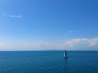 É mesmo refrescante visitar Enoshima quando o tempo está bom - Mesmo tranquilizador