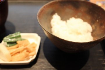 <p>Just boiled rice</p>
