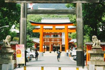 Visiting Kobe's Ikuta-Jinja Shrine