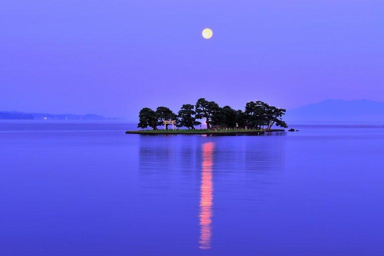 ทะเลสาบชินจิอันงดงามในชิมะเนะ