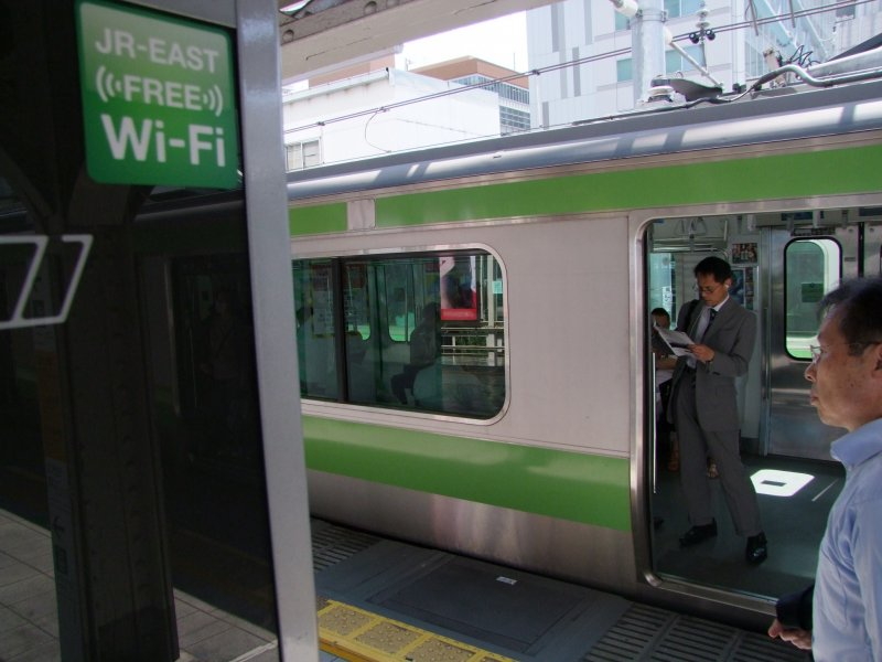 <p>Log on while traveling the city of Tokyo</p>