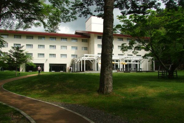 The front of Nikko Lakeside Hotel