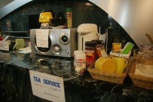 บริการฟรีชา กาแฟสำเร็จรูปไมโครเวฟ เครื่องทำน้ำร้อน