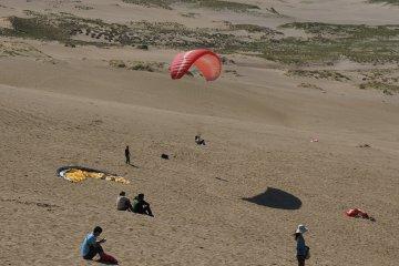 <p>paragliding ก็น่าเล่น</p>
