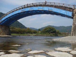 ใช้สะพานเป็นกรอบรูป