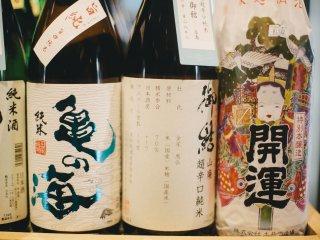 Những chai rượu sake được thiết kế thật đẹp