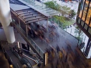 อาคาร Osaka Station City แห่งนี้เป็นแหล่งช้อปปิ้งยอดนิยม และเป็นสถานที่ที่มีสถาปัตยกรรมที่งดงาม