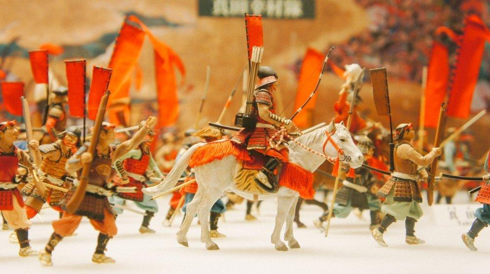 Miniatur prajurit berkuda yang bercerita tentang perang musim panas yang terjadi di sekitar Osaka-jo