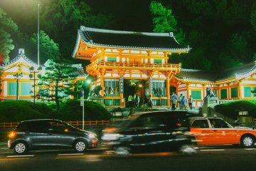Kuil Yasaka di Malam Hari