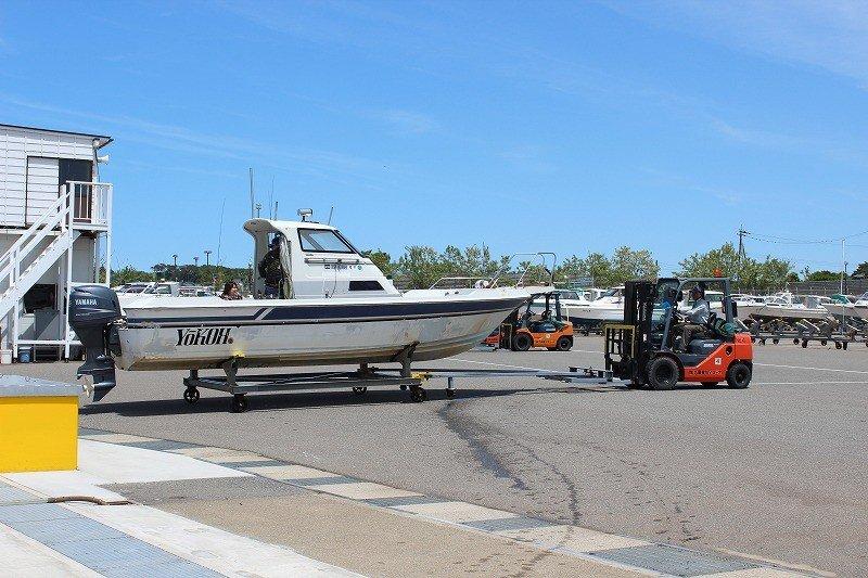 中古ボートだと100万円からでてに入ります。自動車のように保有することの税金はかかりません