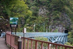 สะพานatobiki ที่เป็นสะพานที่ข้ามช่องผาช่วงที่ชันและลึกที่สุด