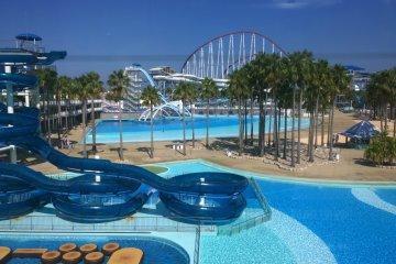 <p>สวนน้ำ Joyful Waterpark ที่อยู่ติดกับสวนสนุก เต็มไปด้วยเครื่องเล่นทางน้ำมากมาย สามารถเลือกสนุกได้ทั้งสองแห่งในคราวเดียวกัน&nbsp;</p>