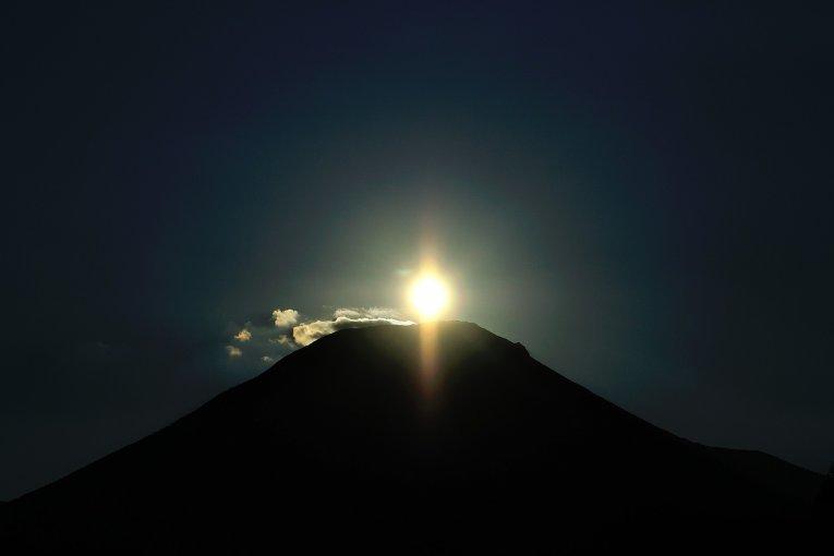 Mặt trời kim cương lên cao ở Daisen