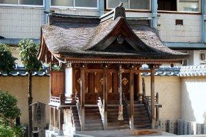 Tampilan kuil dari dekat