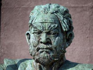 福井北ノ庄城最後の城主、柴田勝家の銅像