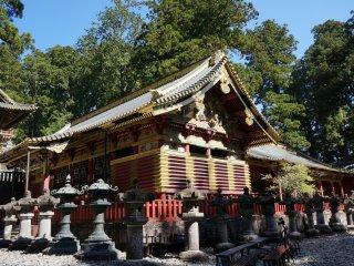 ศาลเจ้าที่ดังสุดของที่นี่คือ Toshogu มันเป็นศาลเจ้าที่ได้ชื่อว่ามีการตกแต่งที่อลังการสุด