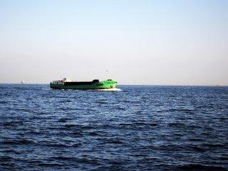 Có rất nhiều loại tàu khác nhau đi quanh khu vực đó, bạn có thể có được những bức ảnh tuyệt vời của chúng vì chúng di chuyển bằng tốc độ tương đối chậm.