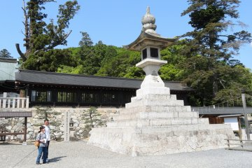 <p>The largest lanterns in Japan with a height of 11 meters</p>