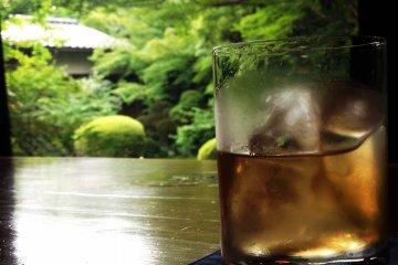 <p>Umeshu and a zen garden, quintessential Kyoto</p>