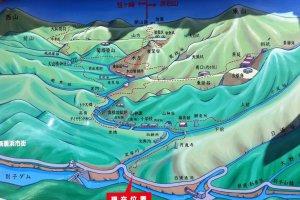 Peta ini menunjukkan tata letak dari Besshi (selatan) sisi gunung. (Niihama City berada di sisi lain).