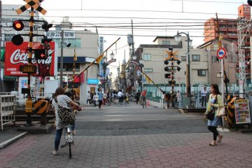 <p>The sound of the ringing railway crossings nostalgically resonates in Tateishi.</p>
