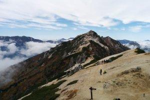 Puncak gunung Tsubakuro, dari Enzanso