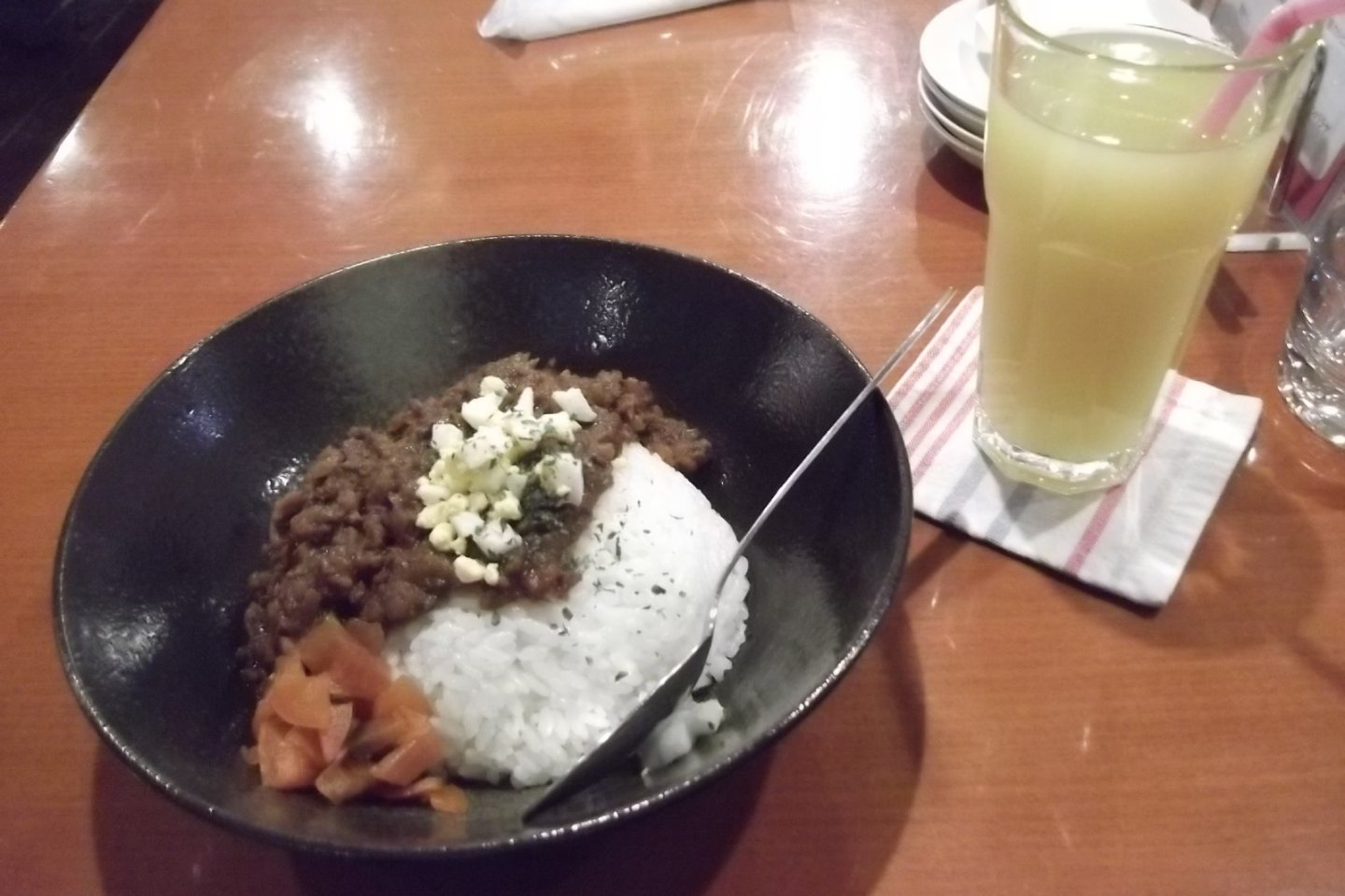 Dry curry and pineapple juice