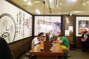 บรรยากาศน่านั่งภายในร้านโตไดราเม็งที่ Kyoto Ramen Street บนชั้น 10 ของ Kyoto Station Building