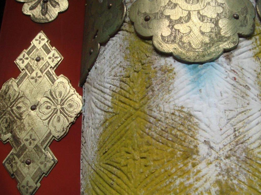 彫物、彫金、彩色、どれをとっても繊細な技が光る