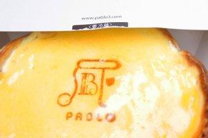 Oven Fresh Cheese Tart (焼きたてチーズタルト / Yakitate Cheese Tart Chizutaruto) นั้นเป็นหนึ่งในเมนูขายดีประจำร้านที่แต่ละวันแต่ละสาขาจะผลิตขายเพียง 1,500 ชื้น เท่านั้น