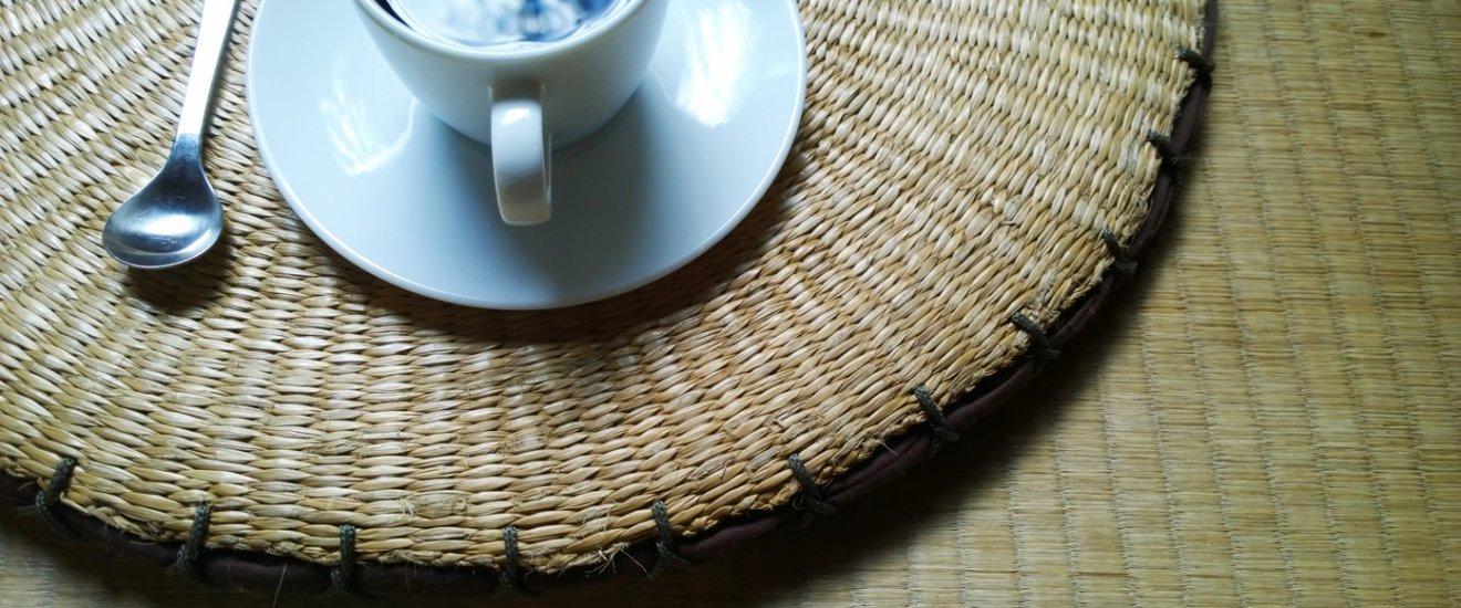 เอสเพรสโซ่แก้วพิเศษที่เป็นกาแฟรสเข้มจากเมล็ดกาแฟที่คัดสรรมาจากแหล่งที่ดีที่สุดของโลก เบลนด์ในสูตรเฉพาะตัว กลิ่นหอมรสเข้มกำลังเหมาะ ไม่ทิ้งความขมไว้ที่ปลายลิ้น