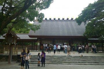 ศาลเจ้าอัตสึตะ (熱田神宮) แห่งนาโกย่า